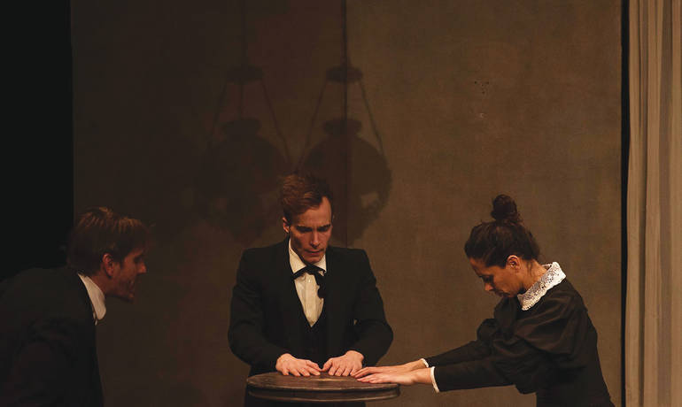 Tables-tournantes-theatre-vitez-1500-credit-Bellamy-012019.jpg